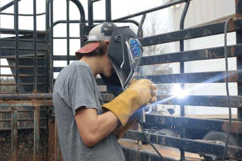 cattle_trailer_welding2